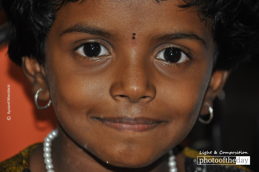 An Indian Girl in Temple, by Ryszard Wierzbicki