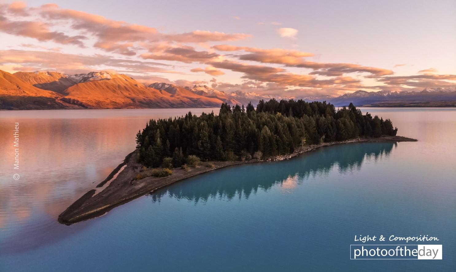 Kiwi on Lake Pukaki by Manon Mathieu